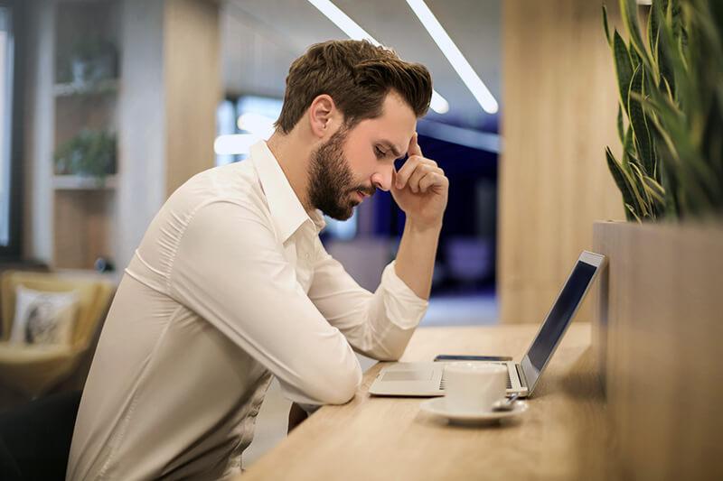 Az ülő életvitel első jele a visszatérő fejfájás